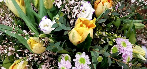 Dekoträume | Blumenstrauß & Gestecke aller Art